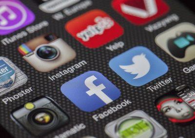 Uso de redes sociais em horário de trabalho pode gerar justa causa