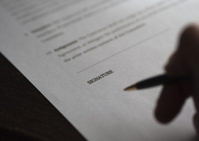 Simples resilição de contrato não motiva indenização por danos morais
