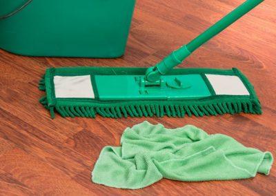 Família deve responder solidariamente por valores devidos a empregada doméstica