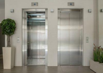 Proprietária de apartamento pagará por dano em elevador